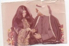 مع شريكة حياته 1974